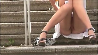 Upskirt no panty in public