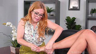 Buxom dolls Penny Pax and Reagan Foxx are so hot for each other