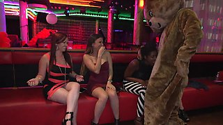 Big dick sucked by amateur sluts at the strip club