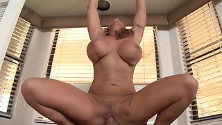 Cheating wife finds pleasure with a gigantic dick