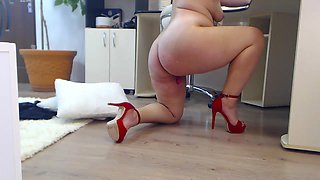 Chubby milf punished her pussy in the office