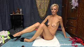 Light short haired oldie gets oiled and enjoys teasing her mature pussy