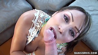 Chick with big oiled ass is starting to suck