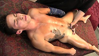 Latino Stud lets the jizz fly