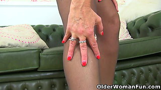 English milf Beau's wet fanny begs for a dildo fuck