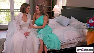 Busty maid of honor makes a small tits brunette bride squirt