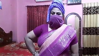 Desi aunty sex talk, Didi trains for sexy fucking