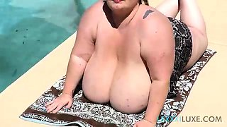 Sexy SSBBW Lexxxi Luxe Teases Pool Guy By Going Topless
