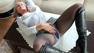 Hot milf in pantyhose nn show