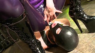 Slave drinks piss from smoking latex mistress