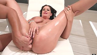 Masseur assfucks cougar with impressive melons outdoors