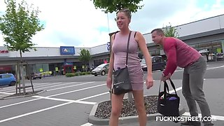Sexy whore fucks stranger for lift