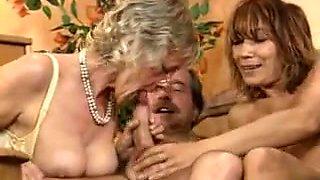 Negerflittchen teilt Sperma mit Nicht-Mutter und Nicht-Oma!
