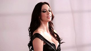 Glamour models strapon fuck in between shoots