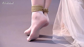The Chinese bride tied up in stockings